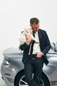 Is there anything better than a Aston Martin, a puppy and Daniel Craig as James Bond? Me thinks not! Daniel Craig Style, Daniel Craig James Bond, Rachel Weisz, Daniel Graig, James Bond Style, Best Bond, Z Cam, Girly, Aston Martin