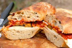 Grillezett padlizsános szendvics kecskesajttal   Street Kitchen Mozzarella, Sandwiches, Recipes, Food, Beverages, Essen, Meals, Ripped Recipes, Eten