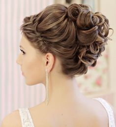 Beautiful wedding hairstyle idea; Featured: Websalon Weddings