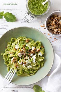 Pasta mit Radieschengrün Pesto aus Radieschenblättern