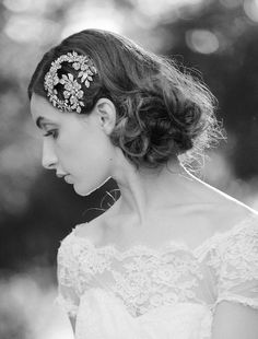 Adore this flexible headpiece by @Robin Headley ATELIER by LIV HART it can be worn in lots of different, beautiful ways! Photo by @Amelia Stone batista