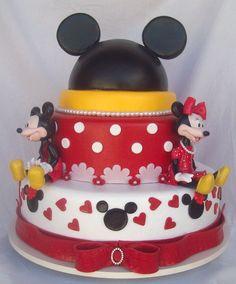 bolo fake minnie E Mickey #bolofakeminnie #bolominnie #festaminnie #minnie Bolo Fake Minnie, Birthday Cake, Desserts, Food, Party, Tailgate Desserts, Deserts, Birthday Cakes, Essen