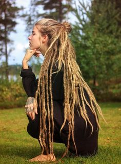 Half Dreads, Partial Dreads, Bohemian Hairstyles, Dreadlock Hairstyles, Cool Hairstyles, White Girl Dreads, Dreads Girl, Female Dreads, Hippie Dreads
