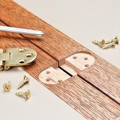 Routing A Hinge Mortise: Mortising for hinges is normally no big deal. But if the hinges are round, it introduces a challenge. Here's a quick way to deal with that problem Woodworking Skills, Woodworking Projects, Woodworking Hinges, Woodworking Plans, Wooden Hinges, Box Hinges, Furniture Hinges, Diy Furniture, Portable Laptop Desk