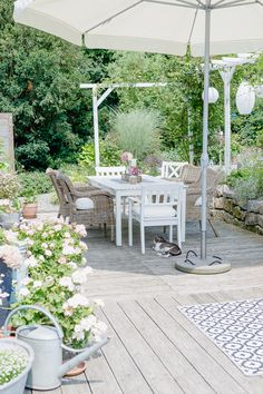 Outdoor living on the terrace or my weekend flowers - Garten und Balkon - Garden Diy Garden Projects, Diy Garden Decor, Outdoor Projects, Terrace Garden, Garden Pots, Farm Gardens, Outdoor Gardens, Garden Types, Interior Garden