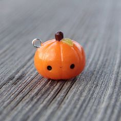 "1,745 mentions J'aime, 17 commentaires - Sarah (@sarahs_kawaii_charms) sur Instagram : ""Hello everyone!Here's a little pumpkin charm! It's available in my shop if anyone's…"""