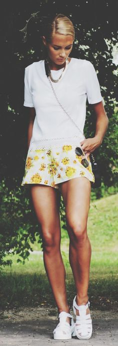 Petra Karlsson is wearing tropical print shorts and mesh trim top from Sheinside and shoes from Alisonsman