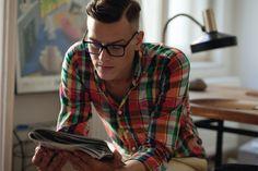 A moda nerd ou geek é uma das mais estilosas, seja para homens quanto para as mulheres. Pessoas que usam este tipo de look, mostram sua personalidade.