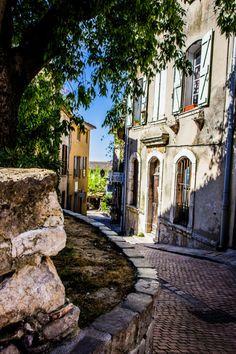 La Cadière d'Azur en Le Castellet- Provence, France Plus Visit France, South Of France, La Provence France, Places To Travel, Places To See, Places Around The World, Around The Worlds, Belle France, French Countryside