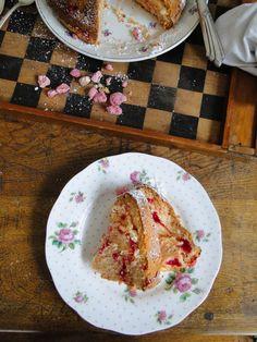 kouglof (bundt cake) with pralinés roses (pink sugared almonds)