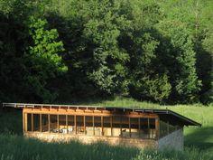Billedresultat for hazu house tomoaki Urban Architecture, Commercial Architecture, Residential Architecture, Cabin Design, Roof Design, House Design, Arched Cabin, Inside Outside, Outside Living