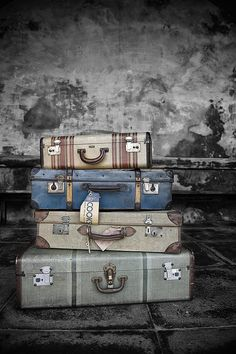 Vintage Luggage     These would look great in my room!