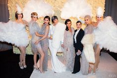 kourtney kardashian great gatsby look Kris Jenner, Kylie Jenner Style, Vestidos Marchesa, Marchesa Gowns, Great Gatsby Outfits, Great Gatsby Fashion, Roaring 20s Fashion, 1920s Fashion Women, Great Gatsby Themed Party
