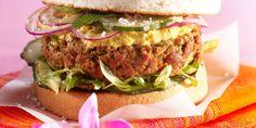 Hamburger à l'indienne Burgers Pizza, Burger Co, Burger And Fries, Salmon Burgers, Burger Recipes, Snack Recipes, Snacks, Best Sandwich, Wrap Sandwiches