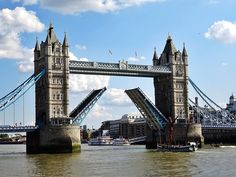 The Tower Bridge : Another London river landmark, the Tower Bridge is the famous drawbridge over the River Thames. The suspension bridge was built between the years 1886 and The Tower Bridge is white and blue colored and consists of two bridge towers. Road Trip Usa, Beach Pictures, Travel Pictures, Valley Of Fire, Enjoy Your Vacation, Photos Voyages, Us National Parks, Paris Hotels, London Travel