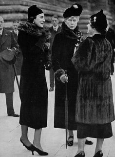 Marina Duchess of Kent, Queen Mary and Queen Elizabeth (the Queen Mother) on Armistice Day, 1937 Queen Victoria Family, Princess Victoria, Princess Mary, Queen Mother, Queen Mary, Familia Windsor, Adele, Princess Alexandra Of Denmark, Reine Victoria