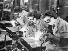 Women welders making stirrup pump handles during the Second World War. Ministry of Information Photo Division official photographer © IWM (D History Magazine, Welding Art, Welding Projects, Metal Welding, Industrial Revolution, Pearl Harbor, Working Woman, Working Girls, Women In History