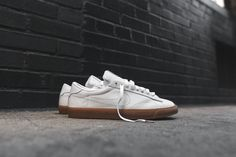 low priced 04192 35525 Nike Tennis Classic AC SP - White   Gum
