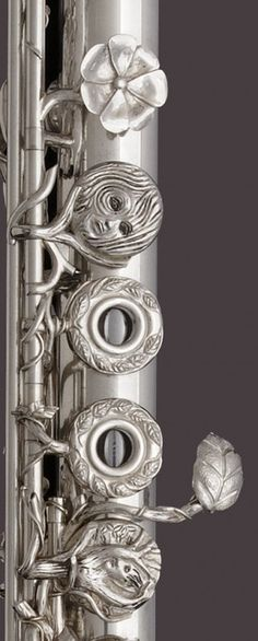 silver flute made by John Lunn. This one is named the Dryad's Kiss.