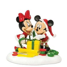 Disney Village, Mickey & Minnie Wrapping Gifts