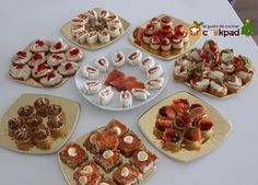Canapés FACILES Variados para Nochebuena y Nochevieja - YouTube Finger Food Appetizers, Appetizer Recipes, Canapes Faciles, Lunch Buffet, Brunch, Tapas Bar, Mini Foods, Holiday Recipes, Food And Drink