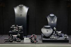 Bortolin Gioielli Udine - le nostre vetrine natalizie #gioielli #orologi #Crivelli. Visita il nostro sito http://www.bortolingioielli.it/