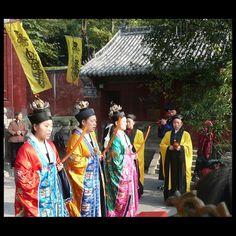 Dàoist nuns chanting at Wǔdāng Mountain