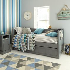 Charterhouse Day Bed With Trundle