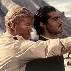 Peter O'Toole and Omar Sharif in Lawrence of Arabia Hollywood Men, Golden Age Of Hollywood, Hollywood Stars, Classic Hollywood, Egyptian Movies, Shot Film, Peter O'toole, Turner Classic Movies, Classic Films