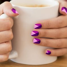 Modern abstract geometric design, trendy shades of purple, lilac, violet, magenta. Deep purple monogram in minimalist font. Cool and fashionable. Spring Nails, Summer Nails, Cute Nails For Spring, Fall Nails, Summer Nail Art, Nail Art Halloween, Purple Nails, Purple Lilac, Deep Purple