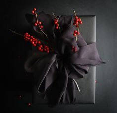 Creative Gift Wrapping, Present Wrapping, Creative Gifts, Black Christmas, Christmas Crafts, Christmas Decorations, Christmas Items, Silk And Willow, Gift Wraping