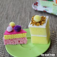 How cute are these Easy Glitter Sponge Cakes! Perfect accessory for any American Girl Doll. Great kids crafts too. How cute are these Easy Glitter Sponge Cakes! Perfect accessory for any American Girl Doll. Great kids crafts too. American Girl Parties, American Girl Crafts, Pretend Food, Pretend Play, Kids Play Food, Kids Role Play, Crafts For Girls, Diy For Girls, Kids Crafts
