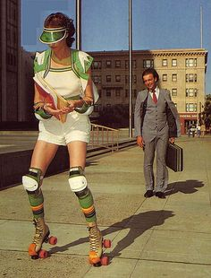 The were a hell of a groovy era where people were more roller skating than walking. Even though the roller skates were invented in the 18 century, Roller Disco, Roller Derby, Quad Roller Skates, Vintage Roller Skates, Disco Roller Skating, Rollers, Sport Fashion, 70s Fashion, Skate Fashion