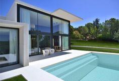 Flexibel, modern, großzügig und stylish - so präsentiert sich dieses modulare Zuhause einer jungen Familie.