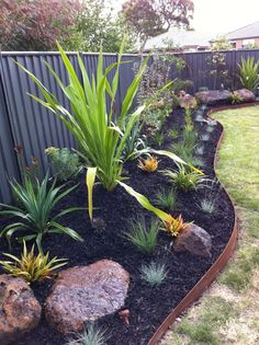 Flowing garden using FormBoss! Best Picture For flower garden ideas in front of house stone edging F Australian Garden Design, Australian Native Garden, House Landscape, Garden Landscape Design, Metal Garden Edging, Coastal Gardens, Tropical Gardens, Drought Tolerant Garden, Backyard Garden Design