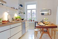 Biała kuchnia w stylu skandynawskim - zdjęcie