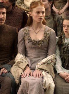 Admirez la minutie des magnifiques broderies des costumes de Game Of Thrones
