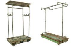 Percheros para comercios en madera reciclada y tuberías.