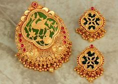 P N Gadgil and Sons have designed and sponsored exclusive jewellery for the movie Bajirao Mastani Gold Jhumka Earrings, Gold Earrings Designs, Gold Jewellery Design, Gold Jewelry, Beaded Jewelry, India Jewelry, Temple Jewellery, Antique Jewellery, Jewellery Box