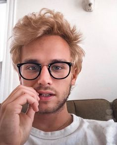 Brandon Flynn 13 Reasons Why, Insatiable Netflix, Justin Foley, Celebs, Celebrities, Face Claims, Favorite Tv Shows, Thriller, Blonde Hair