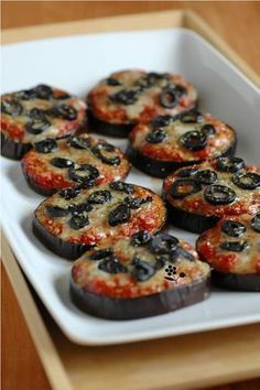I'm a fan of this recipe for small eggplant pizzas, without pizza dough so gluten free. Since then I made other variations, including cooking a Good Food, Yummy Food, Tasty, Eggplant Pizzas, Vegetarian Recipes, Cooking Recipes, Food Tags, Food Inspiration, Appetizer Recipes