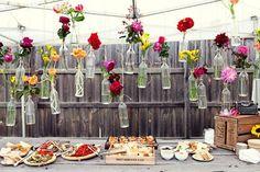 DIY – flesjes met bloemen ophangen - Pinterested @ http://wedspiration.com.