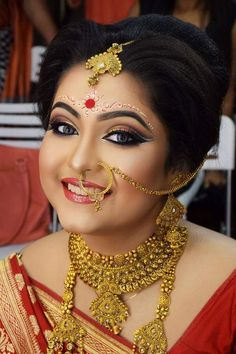 5 Bridal Makeup Tips To Look The Perfect Bengali Bride Bengali Bridal Makeup, Bridal Makeup Tips, Indian Wedding Makeup, Bengali Wedding, Bengali Bride, Bridal Makeup Looks, Bride Makeup, Bridal Looks, Bridal Style