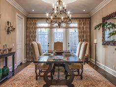 This dining room features beautiful french doors that allow natural lighting to bathe the entire room, planked hardwood floors and a galley way door into the kitchen. 437 N. Bowling Green Way | Brentwood