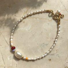 tela wãve ~ Arm Necklace with mini Freshwater Pearls and Glass Beads in Bordeaux/Orange ~ Seed Beads Bracelet ~ gilded Sterling silver - ~ tela wãve ~ Handgefertigte Armkette mit kleinen Saatperlen, einer großen Süßwasserperle und f - Cute Jewelry, Pearl Jewelry, Beaded Jewelry, Jewelry Accessories, Jewelry Design, Pearl Bracelet, Fabric Jewelry, Dainty Jewelry, Glass Jewelry