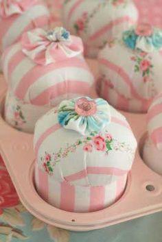 cupcake pin cushions :)