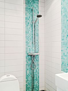 Mosaic Bathroom Modern - How To Pick The Right Size Tiles For A Small Bathroom Turquoise Bathroom, Beige Bathroom, Bathroom Interior, Small Bathroom, Bathroom Ideas, Bathroom Organization, Turquoise Tile, Boho Bathroom, Bathroom Storage