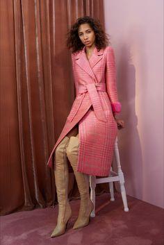 Sfilata Fendi Milano - Pre-collezioni Primavera Estate 2018 - Vogue