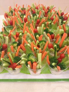 great gatsby party food ideas - love the individual veggie cups in dip! Bridal Shower Appetizers, Finger Food Appetizers, Appetizers For Party, Finger Foods, Appetizer Recipes, Party Recipes, Veggie Appetizers, Bridal Showers, Simple Appetizers