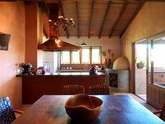 """Cozinhas rústicas têm jeito de interior e """"cheiro de casa de avó""""; veja - Casa e Decoração - UOL Mulher"""